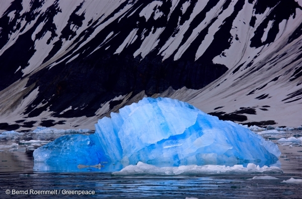 The Hornsund Fjord on Svalbard/Spitzbergen. 11 Feb, 2008 © Bernd Roemmelt / Greenpeace