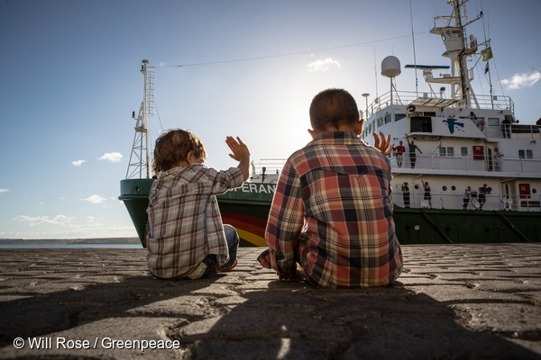 Greenpeace Esperanza Indian Ocean 2016, Children wave to the Esperanza as the ship prepares to depart from the port of Diego Suarez. 15 Apr, 2016  © Will Rose / Greenpeace