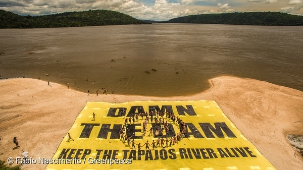 Greenpeace Brazil activists have joined forces with Munduruku Indigenous leaders to protest the Brazilian government's plans to build a mega dam on the Tapajós river, in the heart of the Brazilian Amazon rainforest in the Pará state. 18 Mar, 2016 © Fábio Nascimento / Greenpeace
