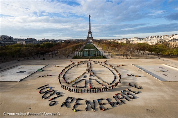 A large scale visual message made by hundreds of people during the COP21 climate summit.