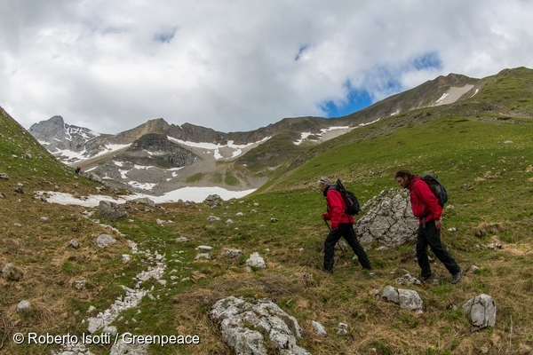 Expedition to Pilato Lake in Italy to Detox the Great Outdoors. 28 May, 2015 © Roberto Isotti / Greenpeace