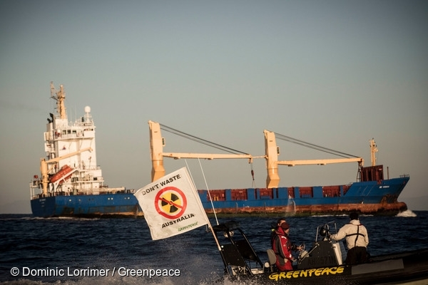 Ship with Nuclear Waste reaches Australia. 5 Dec, 2015 © Dominic Lorrimer / Greenpeace