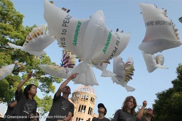 Peace Doves - Hiroshima Atomic Bombing 60th Anniversary. Japan 2005