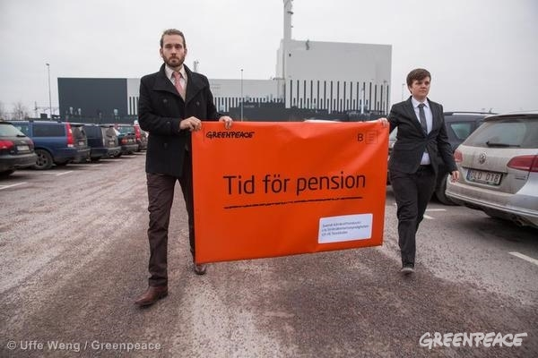 Activists Present Pension Letter To The Oskarshamn Power Plant. 03/05/2014 © Uffe Weng / Greenpeace