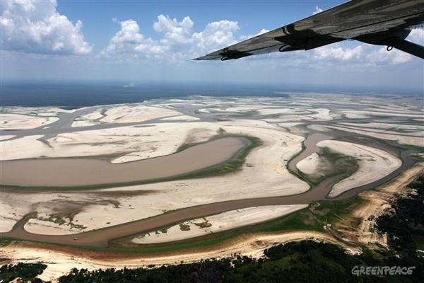 Plane flies over Amazon River Basin drought affected areas