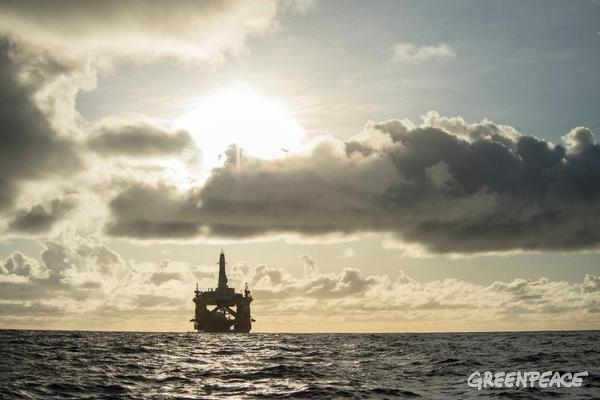 Arctic oil drilling rig Polar Pioneer. Photo by Vincenzo Floramo