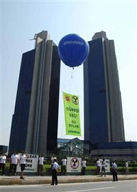 "Yesterday Greenpeace volunteers opened a banner saying ""Go Solar"" in front of the Sabanci Headquarters"