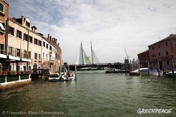 The Rainbow Warrior In Venice, Italy. 07/28/2014 © Francesco Alesi / Greenpeace