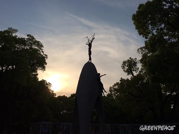 Children's Peace Monument in Hiroshima Peace Memorial Park. ©Greenpeace