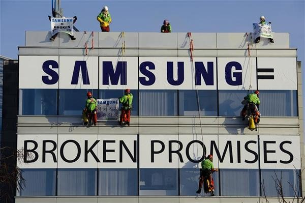 Toxics Action at Samsung HQ in Belgium