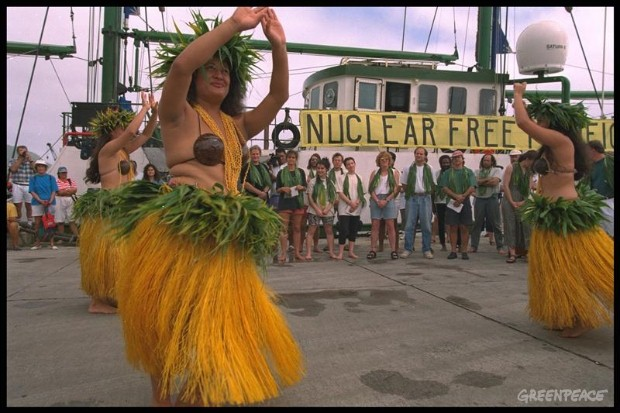 Islanders greet the RAINBOW WARRIOR II and her crew on their arrival in Rarotonga