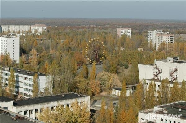 The town of Pripyat that was left abandoned after the nuclear disaster.10/21/2005 © Greenpeace / Steve Morgan