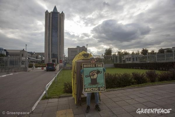 'Free the Arctic 30' Protest at Gazprom HQ in Moscow. 09/27/2013 © Greenpeace