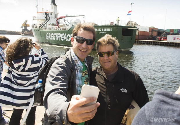 Arctic Sunrise Sails To AmsterdamArctic Sunrise vaart naar Amsterdam