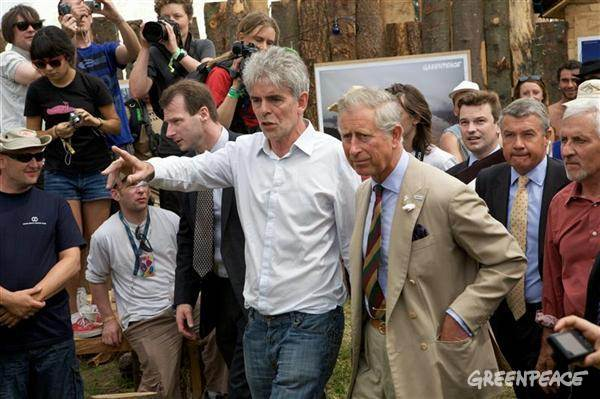 John Sauven the Exeuctive Director of Greenpeace UK chats to Prince Charles during the Glastonbury music festival in 2010. Image: Vanessa Miles.