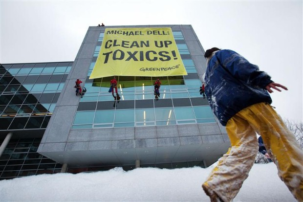 Greenpeace asks Dell director to clean up toxics