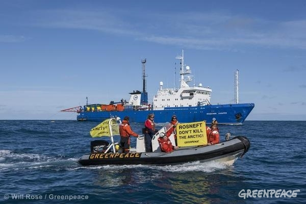 Greenpeace confronts Russian vessel