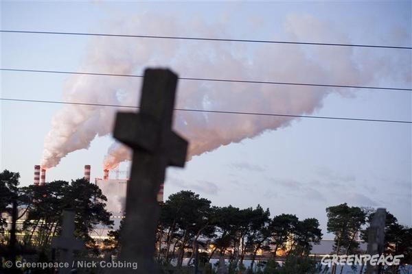 Polish Patnow coal power station. ©Greenpeace/Nick Cobbing
