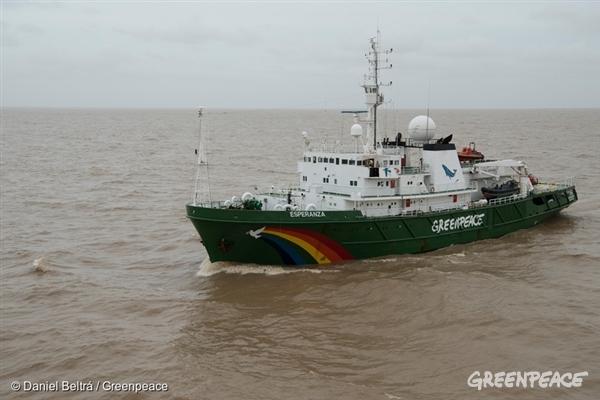 The Greenpeace Esperanza on the Amazon river