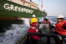 Greenpeace Delegation Scales Arctic Oil Rig to Demand Missing Spill Plan