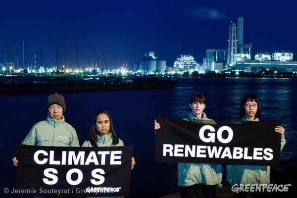 'Climate SOS' Banner Ahead of IPCC Meeting in JapanGreenpeace activists display the message reading: 'Climate SOS and Go Renewables' outside the Isogo coal power plant and the Minami-Yokohama gas power plant near where the Intergovernmental Panel on Climate Change is meeting.Highlighting the cause of climate change and the solution to the unfolding crisis, Greenpeace urged for a rapid shift away from fossil fuels and an accelerated clean energy revolution.03/24/2014 © Jeremie Souteyrat / Greenpeace