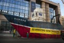 Greenpeace 'scraps' trawler on streets of Brussels