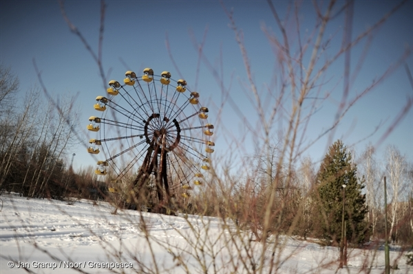The ferris wheel at the Pripyat Amusement Park.