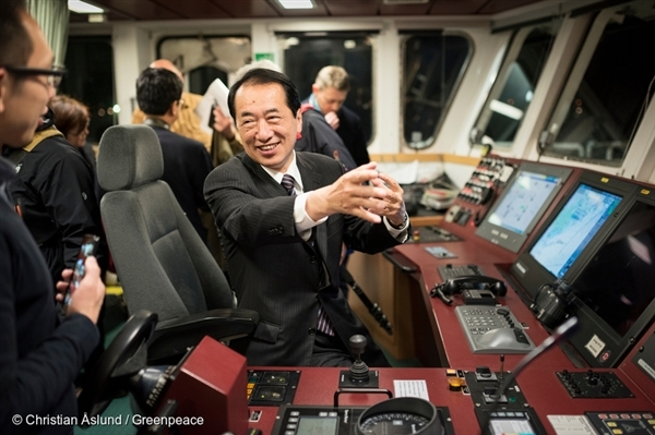 Former Prime Minister of Japan, Mr Naoto Kan, onboard the Rainbow Warrior