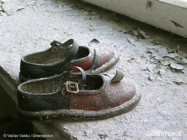 Abandoned Baby Shoes in Pripyat - 28 Jul, 2005