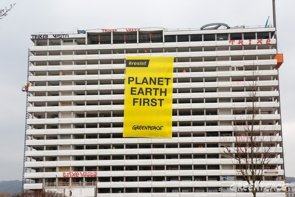 Planet Earth First Banner at G20 Foreign Ministers Meeting in Bonn, 16 Feb, 2017. © Ludolf Dahmen / Greenpeace