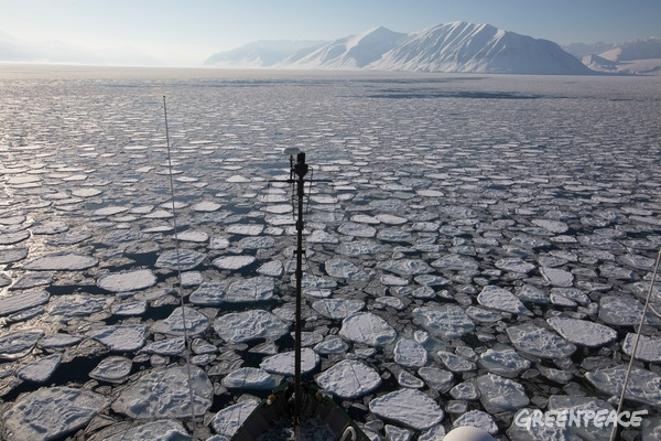 Ice Floating on the Arctic Ocean, 1 April 2016. © Nick Cobbing / Greenpeace