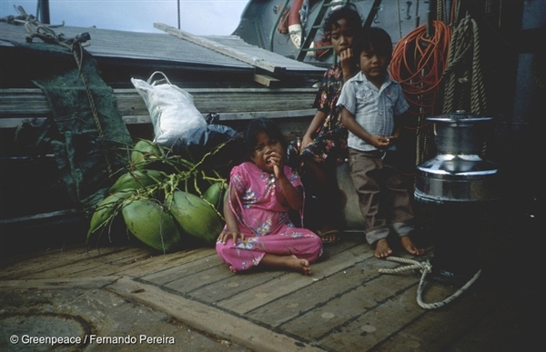 Children on the deck of the Rainbow Warrior. The health of many adults and children has suffered as a result of fallout from US nuclear tests. Rainbow Warrior crew took adults, children and 100 tonnes of belongings onboard and ferried them to the island of Mejato (1985)