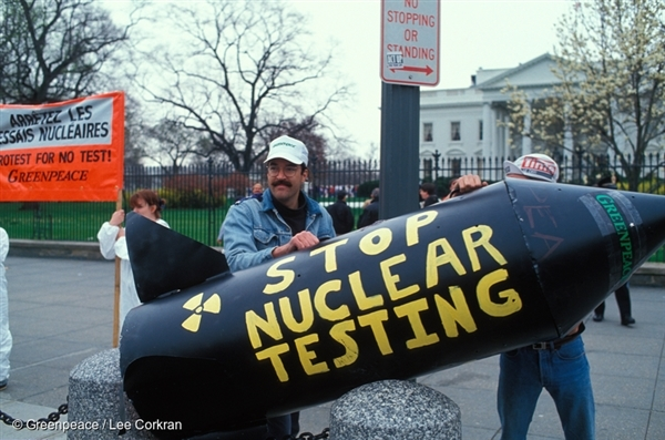 Greenpeace demonstrates against nuclear testing at the White House in DC during the 1st Bush Presidency.