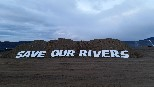 Greenpeace uses lightning occupation to shut down big irrigation scheme
