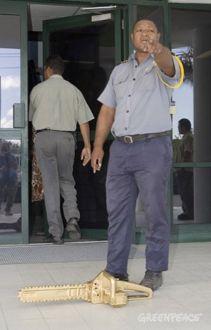 A Rimbunan Hijau security guard asks Greenpeace activists to leave the Rimbunan Hijau office when they tried to present the company with the Golden Chainsaw award.