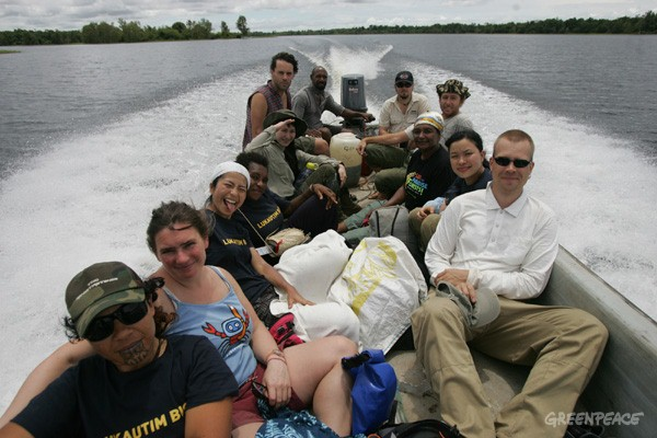 Volunteers travel around Lake Murray, to assist in the boundary marking of tribal land. The Global Forest Rescue Station began after Lake Murray landowners invited Greenpeace and our partners to help set up sustainable ecoforestry practices in the are...