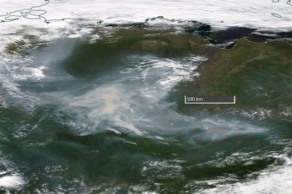Smoke from forest fires in Siberia on August 7 satellite image (MODIS imagery by Terra and Aqua satellites processed by NASA)