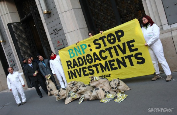 Greenpeace volunteers reveal BNP Paribas financing of dangerous nuclear projects