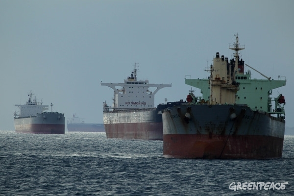 Bulk Carriers Moored off Hay Point at Great Barrier Reef. 13 Dec, 2013 © Dean Sewell / Greenpeace