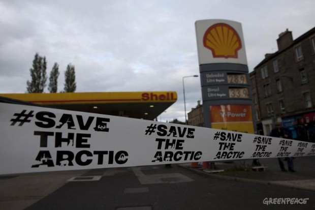 Greenpeace Activists shut down Petrol Stations in Edinburgh