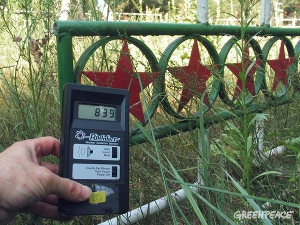 Measuring Radiation at the Red Forest in Pripyat © Vaclav Vasku / Greenpeace