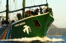 Rainbow Warrior on the way to the commemoration ceremony