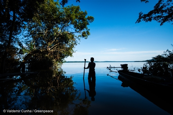 Munduruku in Tapajós River in the Amazon Rainforest, 22 Feb, 2016,  © Valdemir Cunha / Greenpeace