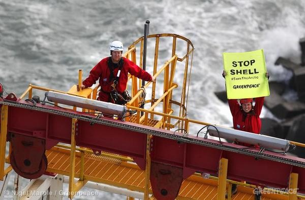 Activists Board Shell Contracted Drillship.