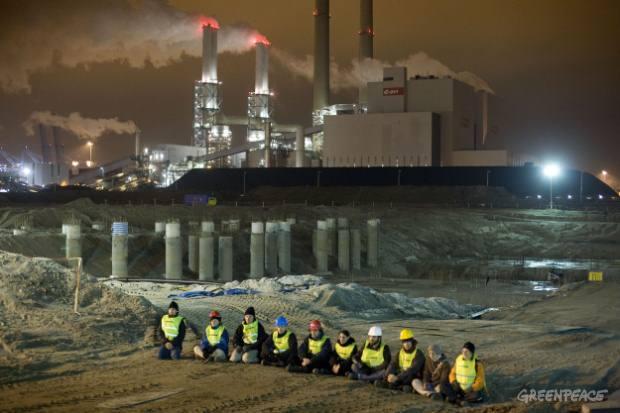 Activistas bloquean la construcción de una nueva planta carboeléctrica Rotterdam.