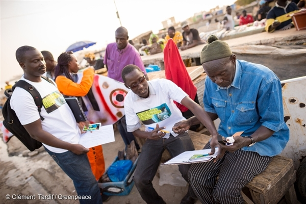Collecting Fisheries Petitions in Senegal. 3 Mar, 2015,  © Clément Tardif / Greenpeace