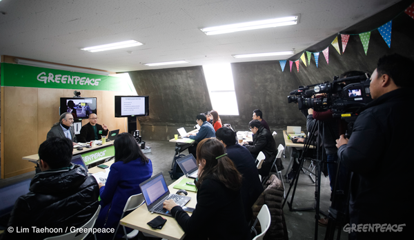 2014.12.13-Greenpeace_Nuclear-Press-conference_Seoul006.png