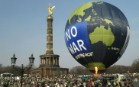 Greenpeace balloon at Berlin peace march