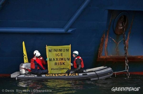 Minimum Ice, Maximum Risk © Denis Sinyakov / Greenpeace