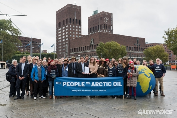 An unprecedented legal case is filed against the Norwegian government for allowing oil companies to drill for new oil in the Arctic Barents Sea. The plaintiffs, Nature and Youth and Greenpeace Nordic, argue that Norway thereby violates the Paris Agreement and the people's constitutional right to a healthy and safe environment for future generations. The lawsuit has the support of a wide group of scientists, indigenous leaders, activists and public figures.  © Christian Åslund / Greenpeace